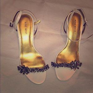 🆕 Nine West low white heels - size 7!!!